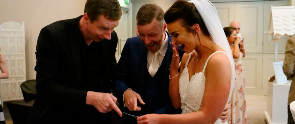 Denis Stone tryller i bryllup